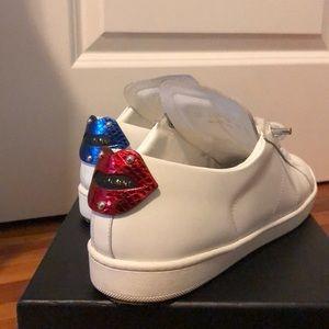 WMsz39 SL/01 Metallic Lips White Low-top Sneakers